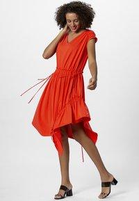 Apart - Robe d'été - orange - 1