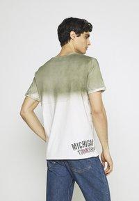 Key Largo - Print T-shirt - khaki - 2