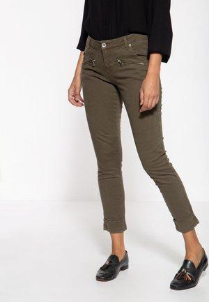 LOLA - Slim fit jeans - olivgrün