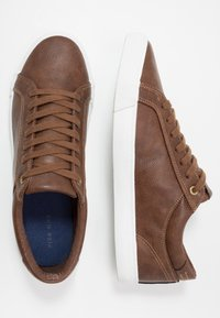 Pier One - Trainers - cognac - 1