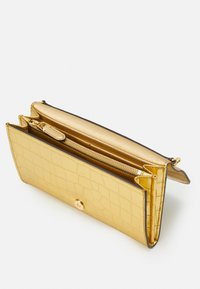 Lauren Ralph Lauren - ADAIR CROSSBODY SMALL - Wallet - antique gold-coloured - 3