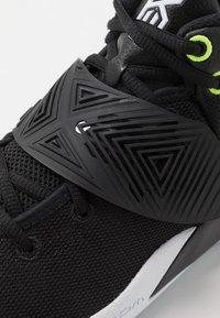 Nike Performance - KYRIE FLYTRAP III - Basketbalové boty - black/white/volt - 5