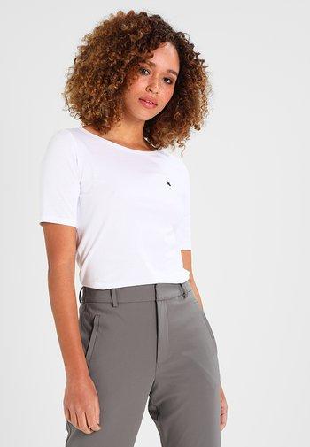 SHORT SLEEVE BOAT NECK  - T-shirts - white