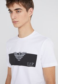 EA7 Emporio Armani - Printtipaita - white - 4