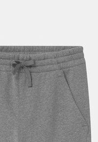 Nike Sportswear - PLUS CLUB - Træningsbukser - carbon heather/cool grey - 2