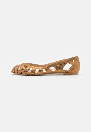 DERAY - Peeptoe ballet pumps - croute/camel