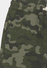 Cotton On - HENRY SLOUCH  - Tracksuit bottoms - khaki - 2