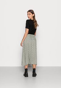 Soft Rebels - LEAH MIDI SKIRT - A-line skirt - green - 2
