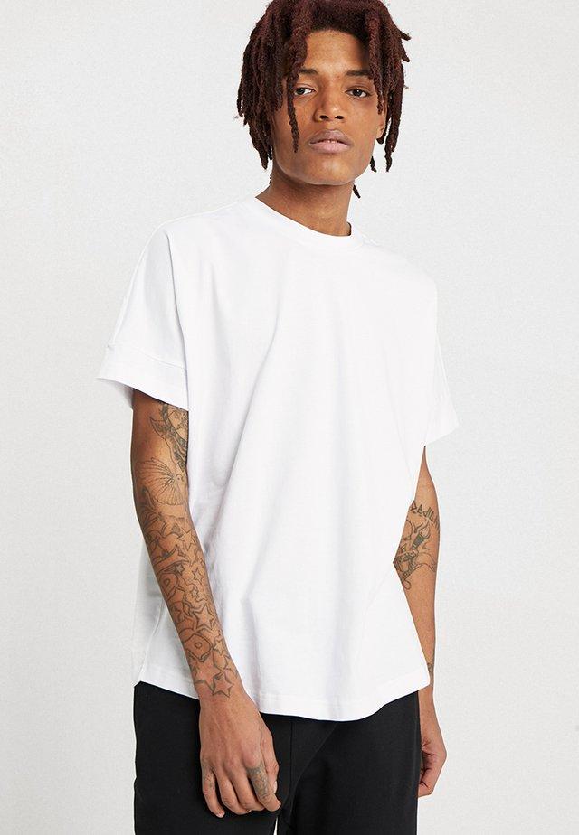 OVERSIZED CUT ON SLEEVE TEE - Basic T-shirt - white