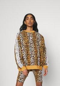 adidas Originals - LEOPARD CREW - Sweatshirt - multco/mesa - 0