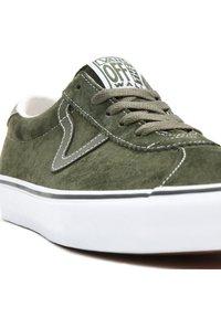 Vans - UA VANS SPORT - Sneakers - (pig suede) olive/true white - 7