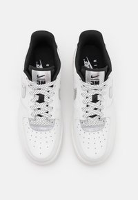 Nike Sportswear - AIR FORCE 1 - Sneakers basse - summit white/black - 5