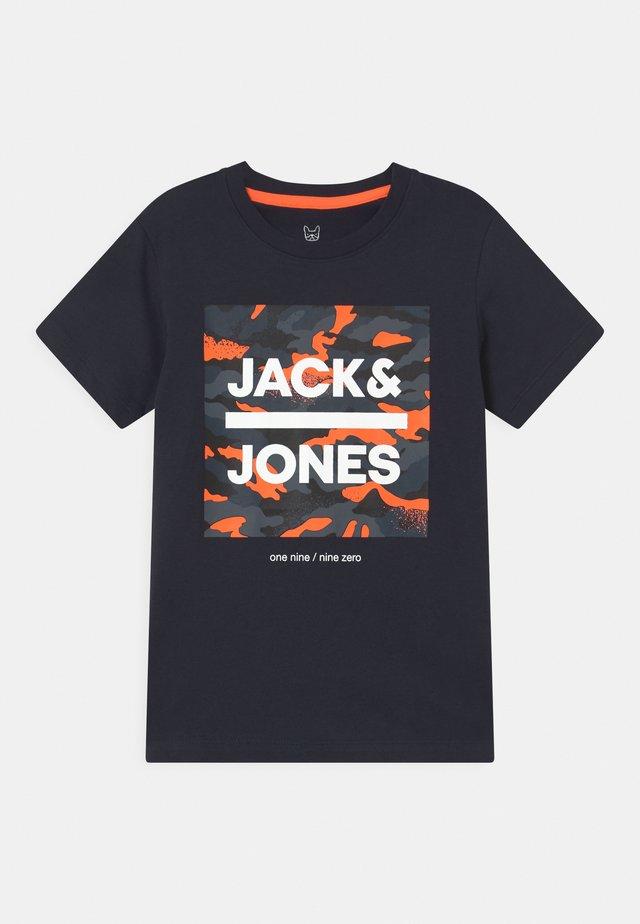 JJPRIME CREW NECK - T-shirt con stampa - navy blazer