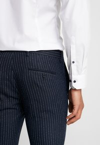 Piazza Italia - PANTALONE - Spodnie garniturowe - blue - 3