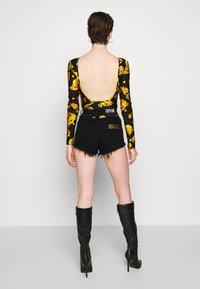 Versace Jeans Couture - Shorts - black - 2