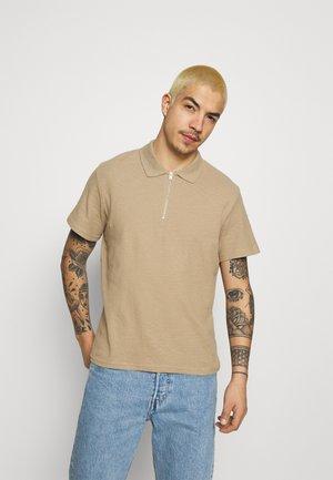 JORERIC  - Polo shirt - crockery