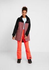 Burton - GORE EYRIS - Snowboardová bunda - mauve - 1