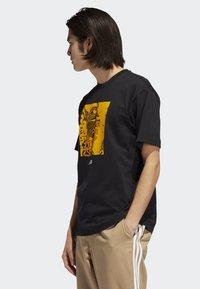 adidas Originals - MANOLES ALIAS T-SHIRT - Print T-shirt - black - 2