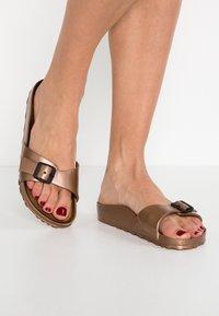 Birkenstock - MADRID - Sandały kąpielowe - metallic copper - 0