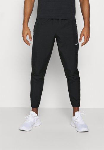 ESSENTIAL PANT - Pantalones deportivos - black/reflective silver
