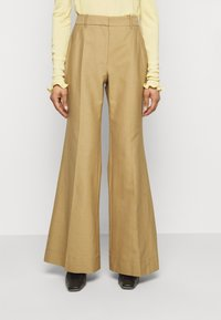 Victoria Beckham - WIDE BOOTCUT TROUSER - Trousers - taupe - 0