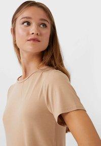 Stradivarius - BASIC-PEPLUM - T-Shirt print - beige - 3
