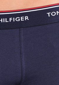 Tommy Hilfiger - PREMIUM ESSENTIAL LOW RISE HIP TRUNK 3 PACK - Pants - peacoat