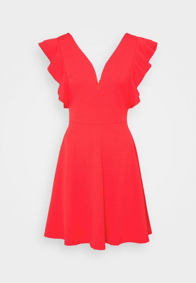 V NECK FRILL SLEEVE DRESS - Robe en jersey - coral