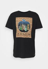 Coach - APPLE SIGNATURE  - Print T-shirt - black - 4
