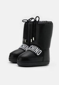 MOSCHINO - Zimní obuv - black - 1