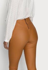 VILA PETITE - VICOMMIT COATED PLAIN  - Leggings - Trousers - adobe - 3
