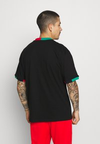 Karl Kani - SMALL SIGNATURE TEE UNISEX - T-shirt con stampa - black - 2