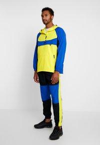 Nike Sportswear - RE-ISSUE - Windbreakers - dynamic yellow/game royal/black - 1