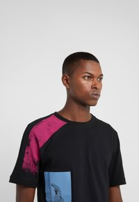 Damir Doma - TIES - T-shirts print - black - 3