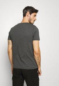 Tommy Hilfiger - LOGO TEE - T-shirt z nadrukiem - grey - 2