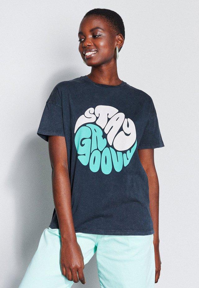 TS GROOVY - Print T-shirt - dark grey
