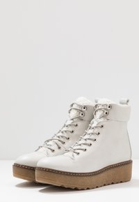 Shoe The Bear - BEX - Enkellaarsjes met plateauzool - white - 2