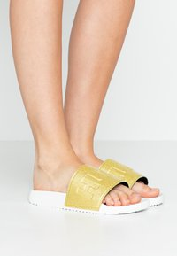 HUGO - TIMEOUT SLID - Pantofle - white - 0