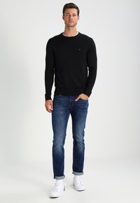 Tommy Hilfiger - C-NECK - Jumper - flag black - 1