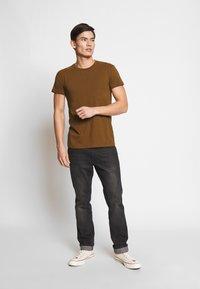 Samsøe Samsøe - KRONOS  - Basic T-shirt - brown - 1