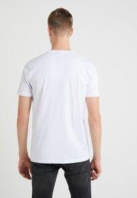 HUGO - DOLIVE - Printtipaita - white - 2