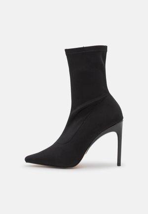 EASTON - Støvletter - black