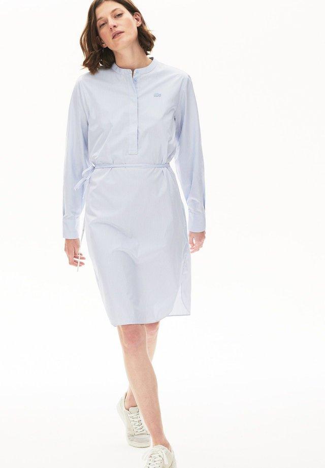 EF4525 - Shirt dress - bleu clair / blanc / bleu marine