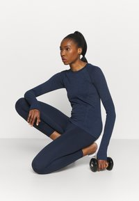 Sweaty Betty - ATHLETE SEAMLESS WORKOUT - Long sleeved top - navy blue - 1