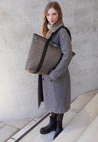 DAY ET - GWENETH DECOR BAG - Shopping bag - chocolate chip - 1