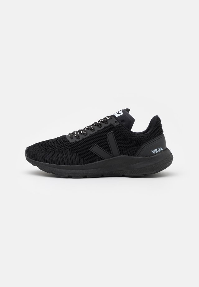 MARLIN - Chaussures de running neutres - full black
