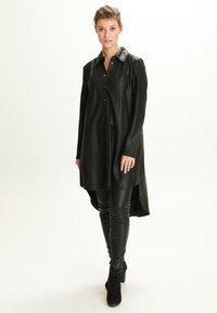 Notyz - ULRIKE - Button-down blouse - black - 1
