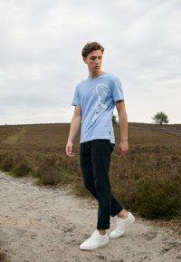 Calvin Klein - SUMMER SCRIPT LOGO - T-shirt con stampa - blue - 1