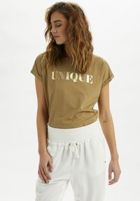 Cream - Print T-shirt - dull gold unique - 0