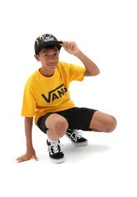 Vans - BY VANS CLASSIC BOYS - T-shirt z nadrukiem - saffron/black - 0